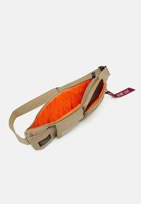 Alpha Industries - CREW UTILITY BAG UNISEX - Bum bag - sand - 2