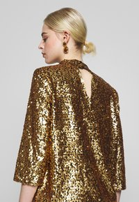 JUST FEMALE - TROYE BLOUSE - Bluser - troye gold - 4