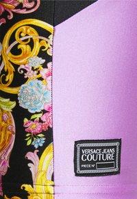 Versace Jeans Couture - LADY FUSEAUX - Shorts - black - 4