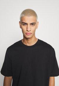 ARKET - Basic T-shirt - black dark - 5