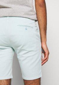 Bruuns Bazaar - DENNIS POUL - Shorts - ice - 5