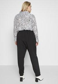 New Look Curves - SIENNA UTILITY TROUSER - Bukse - black - 2