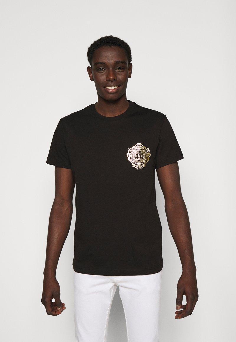 Versace Jeans Couture - T-shirt z nadrukiem - black / gold