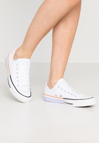 Converse - CHUCK TAYLOR ALL STAR - Sneakers laag - white/agate blue - 0
