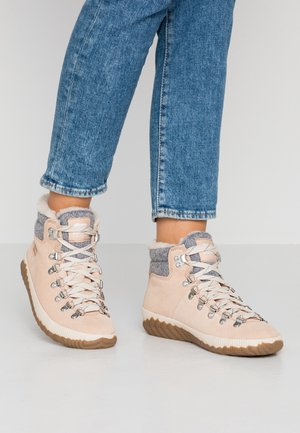 OUT ABOUT PLUS CONQUES - Ankle boots - natural tan