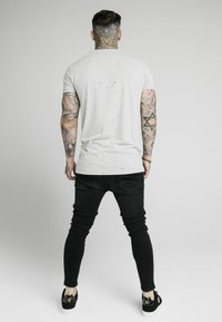 SIKSILK - DISTRESSED BOX TEE - Print T-shirt - grey marl - 2