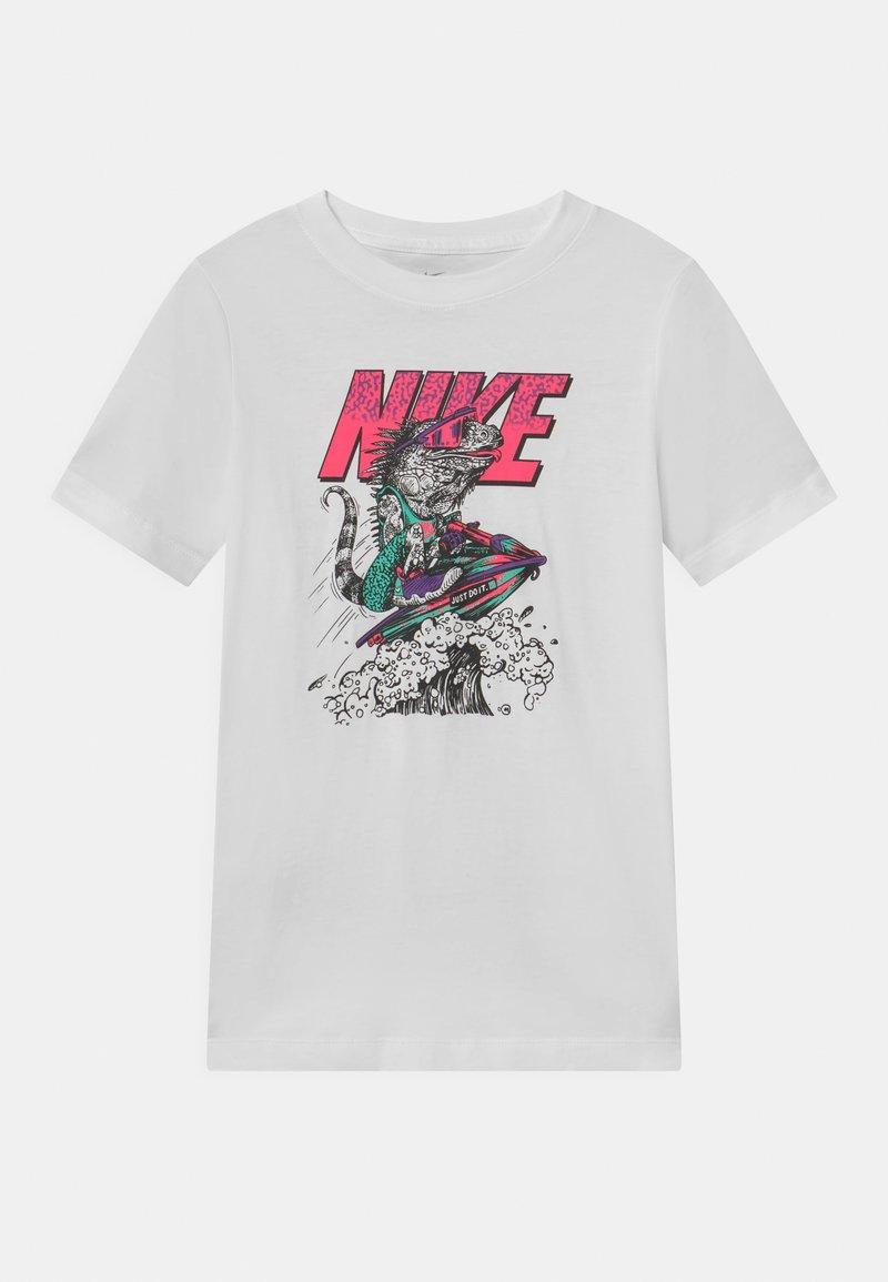 Nike Sportswear - BEACH TEE - T-shirts med print - white
