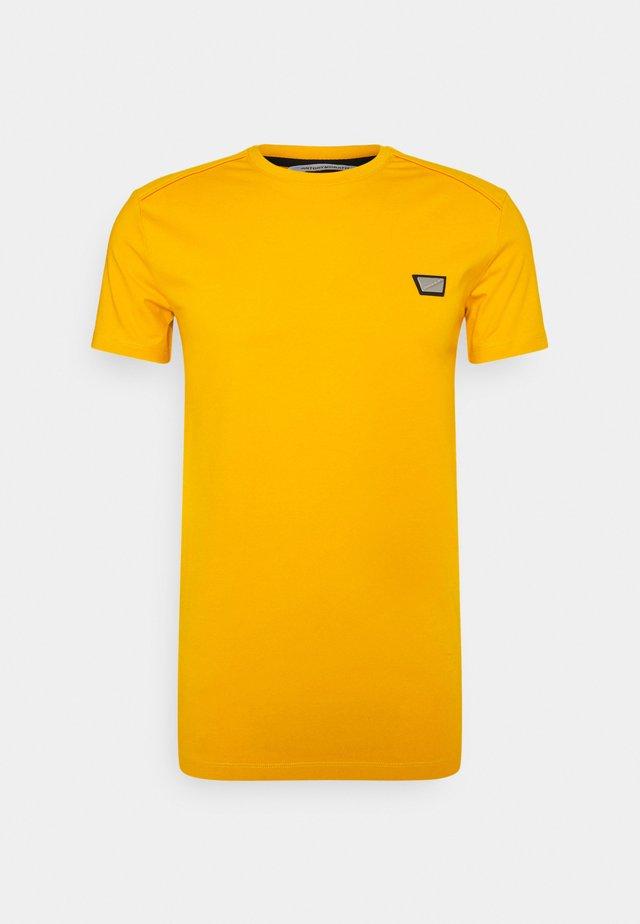 SUPER SLIM FIT - Camiseta básica - oro