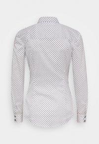 Tommy Hilfiger - BRITTANY SLIM PRINT - Button-down blouse - white/desert sky - 1