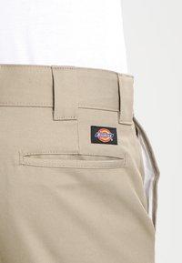 Dickies - SLIM SKINNY WORK PANT - Chino kalhoty - british tan - 4