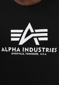 Alpha Industries - BASIC CAMO - Print T-shirt - black - 4