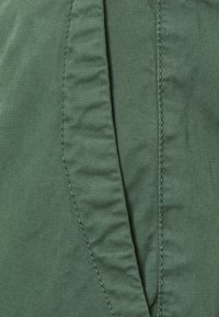 Pepe Jeans - MAMBA - Trousers - forest green - 5