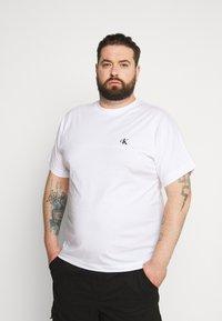 Calvin Klein Jeans Plus - Print T-shirt - bright white - 0
