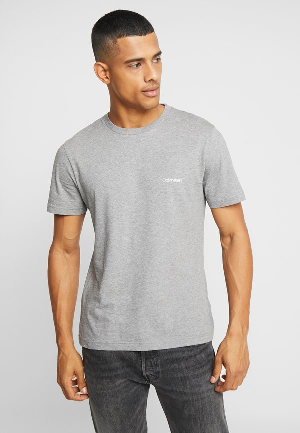 Calvin Klein CHEST LOGO - T-shirt basic - mid grey heather/szary melanż Odzież Męska WIEG