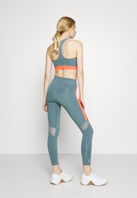 ONLY Play - ONPSULA TRAINING - Leggings - goblin blue/fiery coral - 2