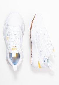 Vans - ULTRARANGE  - Trainers - white/yellow - 3