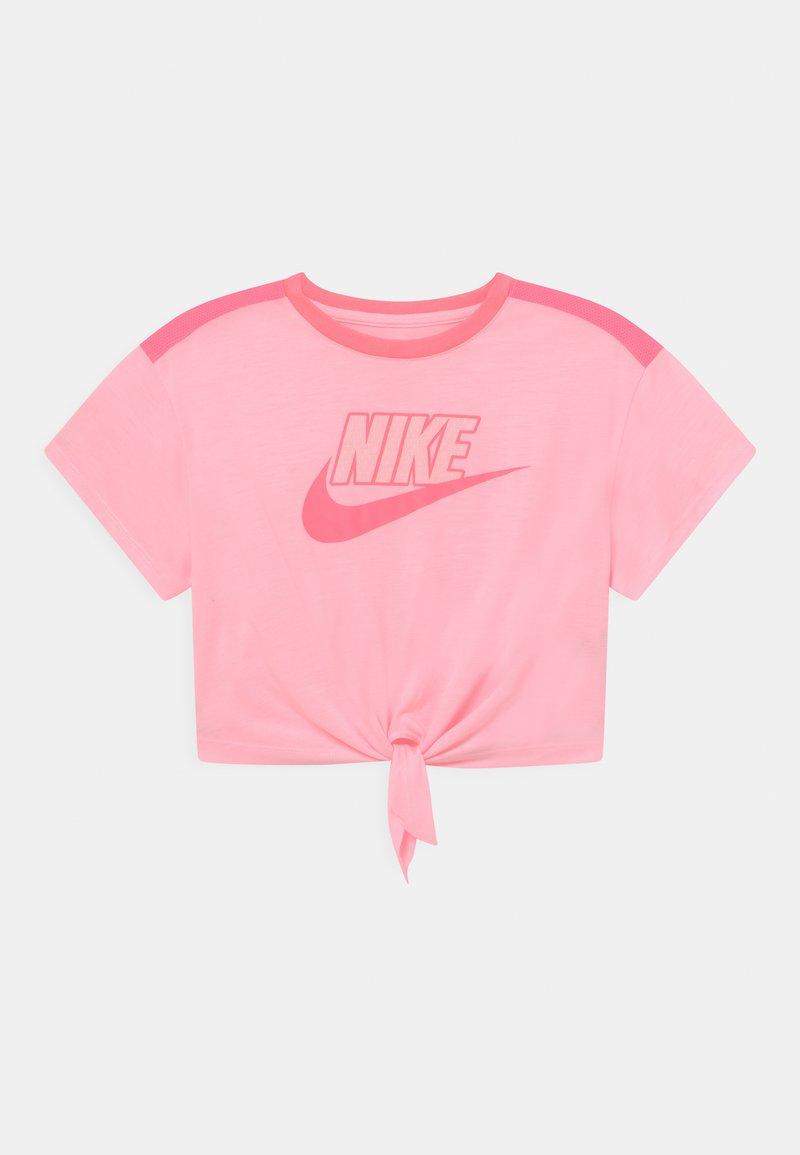 Nike Sportswear - BOXY - Print T-shirt - arctic punch