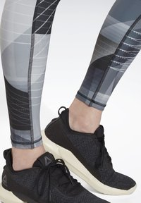 Reebok - RUNNING LUX BOLD LEGGINGS - Leggings - black - 4
