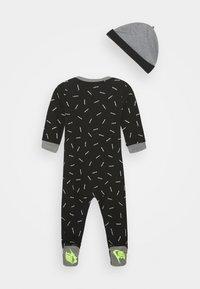 Nike Sportswear - TOSS FOOT COVERALL SET - Bonnet - black - 1