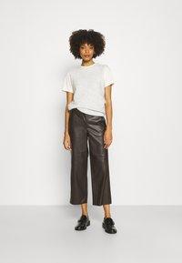 mine to five TOM TAILOR - PANTS - Pantalones - dark oak brown - 1