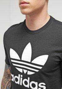 adidas Originals - ORIGINAL TREFOIL - T-shirt med print - black - 4