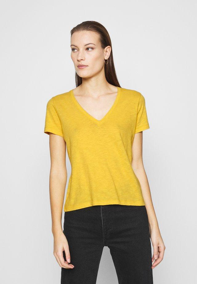 MWELL WHISPER V NECK TEE - T-shirt basic - nectar gold