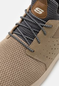 Skechers - DELSON CAMBEN - Trainers - taupe - 5