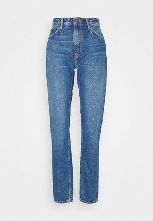 BREEZY BRITT - Relaxed fit jeans - orange skin