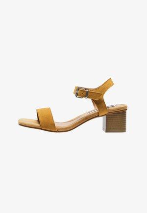 Sandály - tabaco