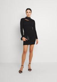 Forever New - CUT OUT DRESS - Žerzejové šaty - black - 1