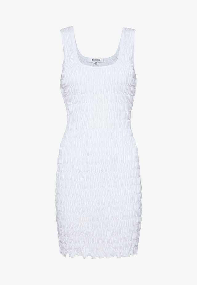 FESTIVAL EXCLUSIVE SHIRRED BODYCON MINI DRESS - Vestido de tubo - white