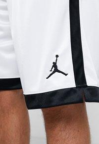 Jordan - FRANCHISE SHORT - Sportovní kraťasy - white/black - 6