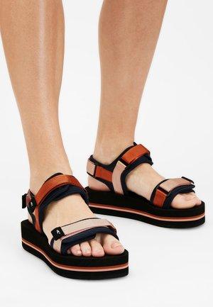 Sandalias de senderismo - ebony