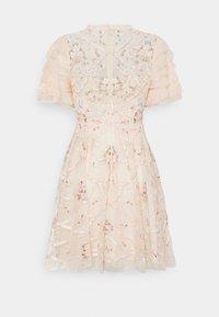 Needle & Thread - ISADORA MINI DRESS - Koktejlové šaty/ šaty na párty - champagne - 1