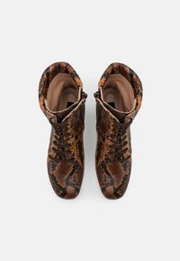 Pinko - DENISE BOOT - Šněrovací kotníkové boty - marrone - 5