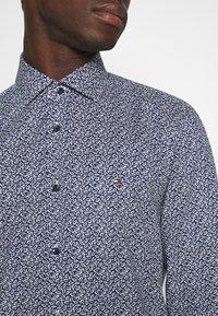 Tommy Hilfiger Tailored - LEAVE PRINT CLASSIC SLIM SHIRT - Shirt - blue - 5