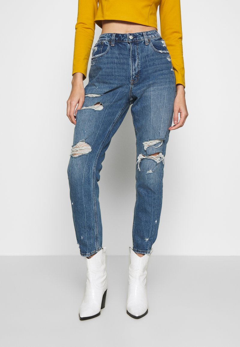 Abercrombie & Fitch - DARK PIN STRIPE MOM - Relaxed fit jeans - med/dark dest