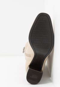 Tamaris - Classic ankle boots - ivory - 6