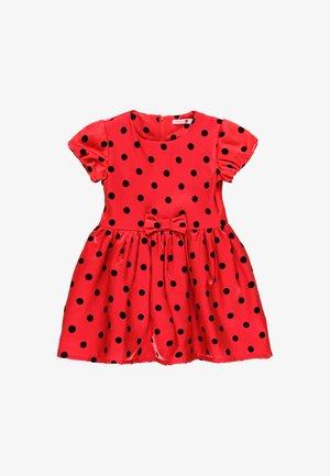 Denní šaty - berry