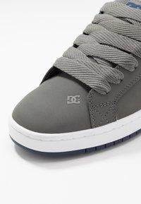 DC Shoes - COURT GRAFFIK - Skatesko - grey - 5