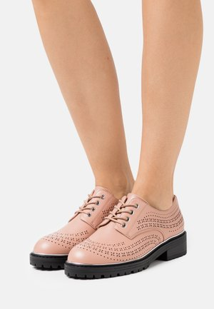 LISTER CHUNKY CUT OUT BROGUE LOAFER - Derbies - blush