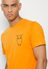 Knowledge Cotton Apparel - WITH OWL CHEST LOGO  - Print T-shirt - yellow - 4