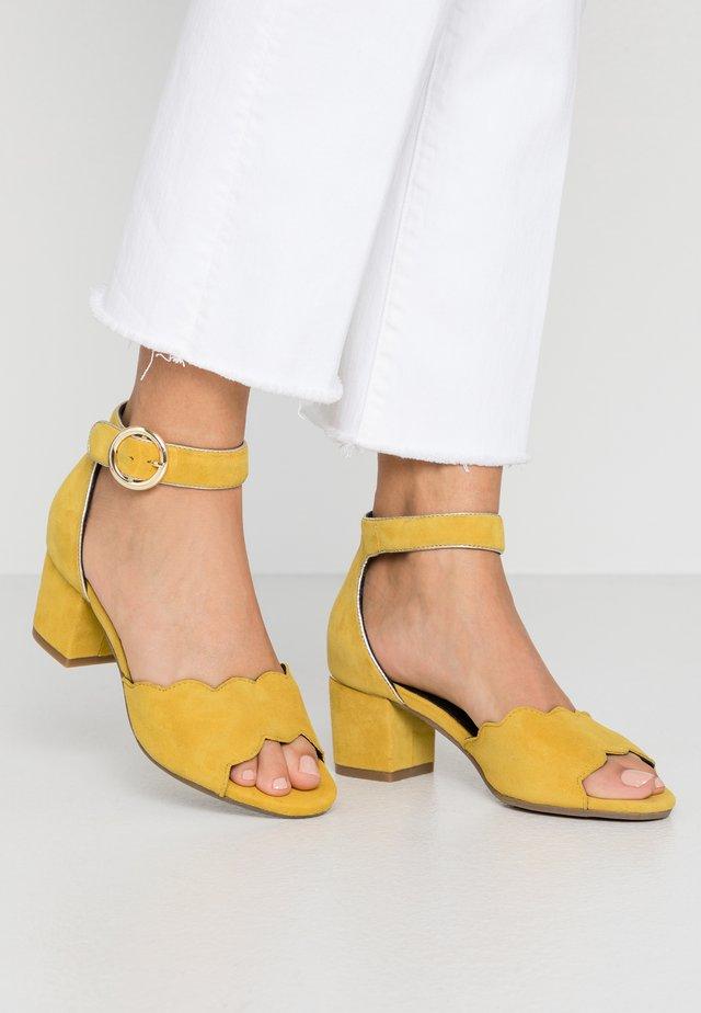 CABRI - Sandaler - yellow