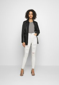 Missguided - SINNER EXTREME - Jeans Skinny Fit - white - 1