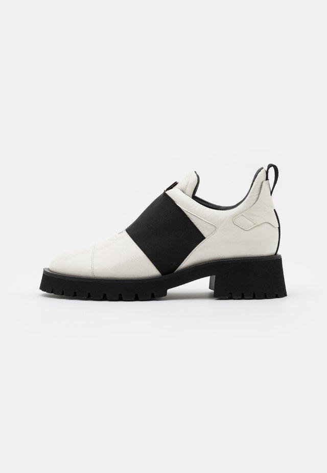 Nazouvací boty - offwhite