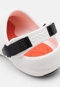 Crocs - BISTRO PRO LITERIDE UNISEX - Mules - white - 5