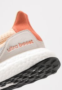 adidas Performance - ULTRABOOST S&L - Joggesko - glow ora/offwhite/semi core - 2