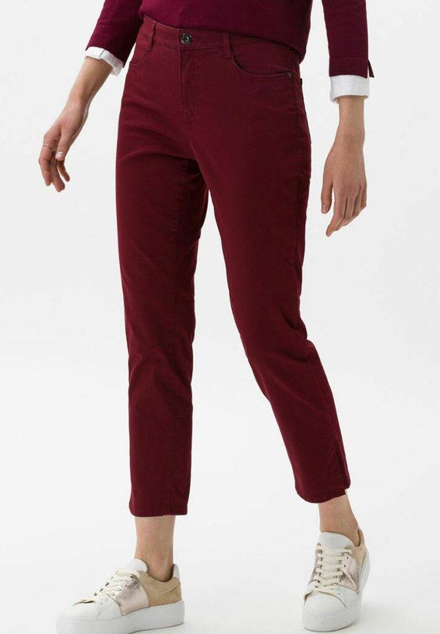 STYLE CARO S - Jeans slim fit - bordeaux