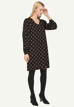 Day dress - black quilted logo big