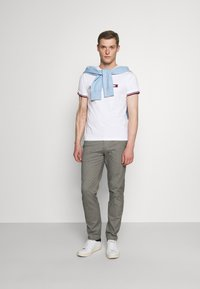 Tommy Hilfiger Tailored - TOMMY X MERCEDES-BENZ - Print T-shirt - white - 1
